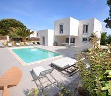 anghjullela-calvi-location-villa-corse-villasnmandarine-piscine-privé-220x190.jpg